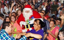 hector-santana-lleva-la-navidad-a-los-hogares