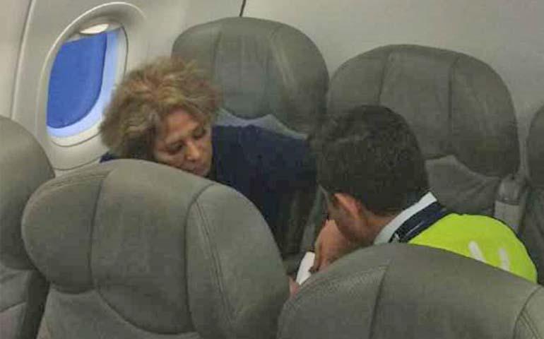 ladyinterjet-retrasa-vuelo-por-no-apagar-su-celular