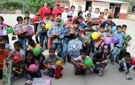 lleva-alegria-a-ninos-indigenas-de-la-comunidad-de-huitalota-en-el-municipio-de-huajicori