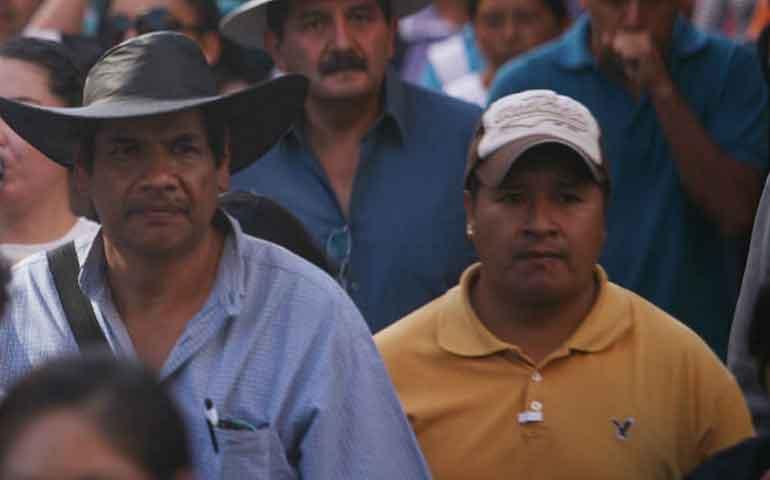 maestros-y-normalistas-toman-alcaldias-en-michoacan