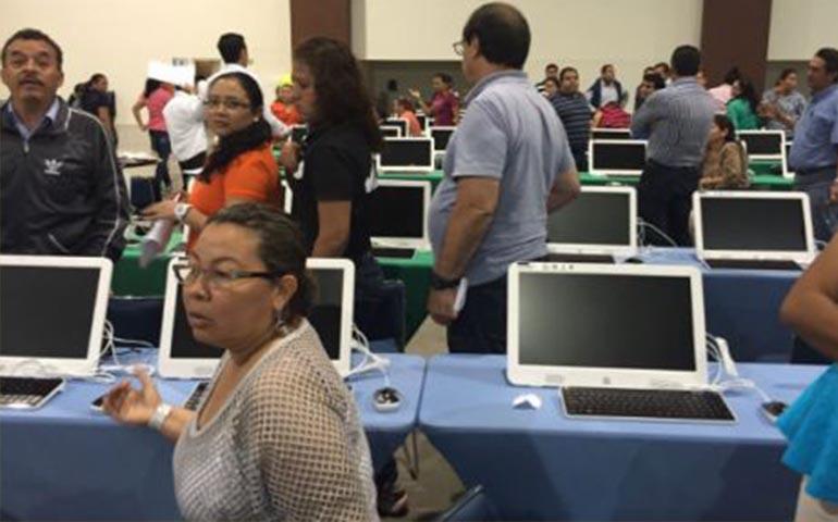 por-falta-de-computadoras-maestros-abandonan-evaluacion-en-acapulco