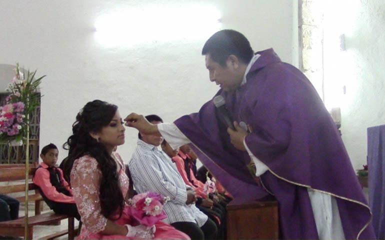 retiran-a-sacerdote-que-agredio-y-exhibio-a-quinceanera