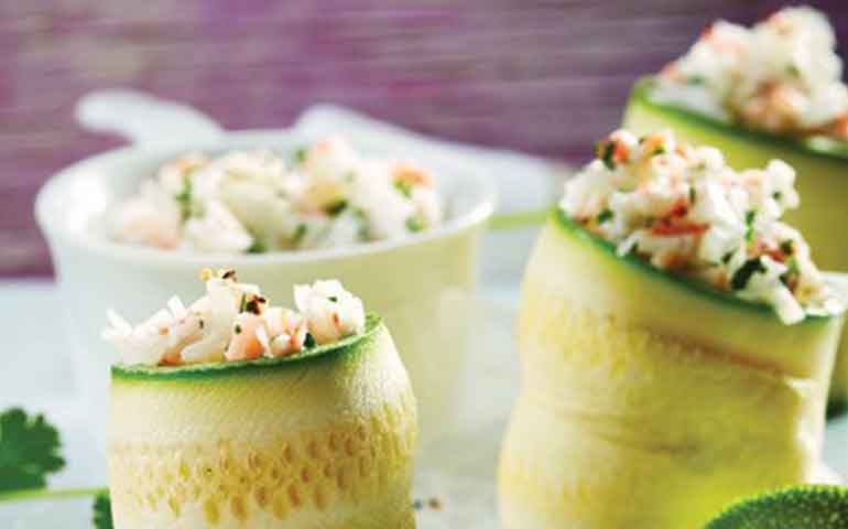 rollitos-de-calabacita-con-ensalada-de-surimi