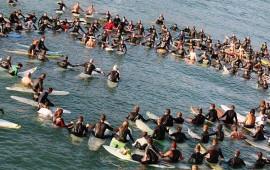 surfistas-rinden-homenaje-en-playas-mexicanas-a-turistas-australianos-asesinados-en-sinaloa