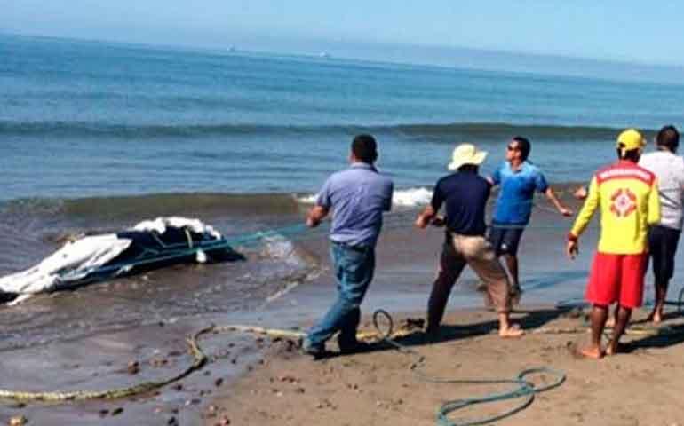 ballena-queda-varada-en-playa-de-compostela