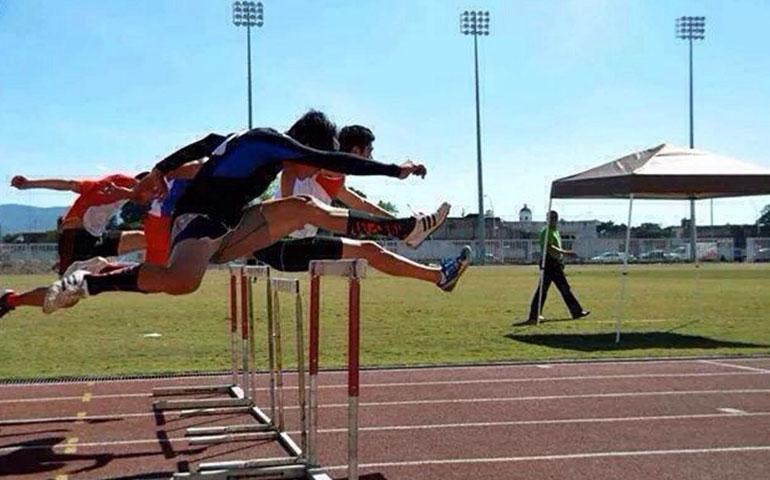 brinda-el-alcalde-jose-gomez-apoyo-a-seleccion-municipal-de-atletismo