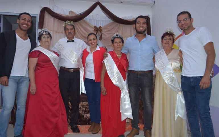 coronacion-de-la-reina-de-la-tercera-edad-motivo-de-union-familiar-dif-badeba