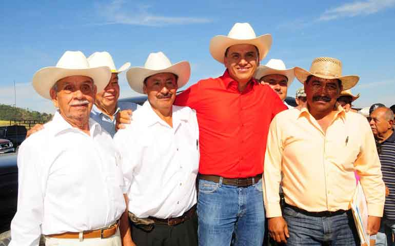 cumple-gobierno-de-nayarit-con-pago-a-ejidatarios-por-canal-centenario