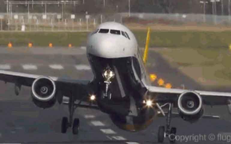 extrana-enfermedad-en-varios-pasajeros-los-obliga-a-aterrizar-de-emergencia