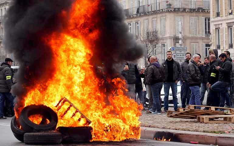 francia-rodeada-de-protestas