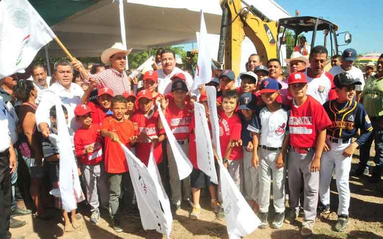 gobernador-anuncia-nuevo-parque-de-beisbol-infantil-en-tuxpan