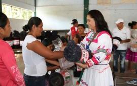 gobierno-de-nayarit-lleva-abrigo-y-capacitacion-a-mujeres-indigenas