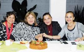 margarita-flores-comparte-rosca-de-reyes-con-amigos-y-colegas10