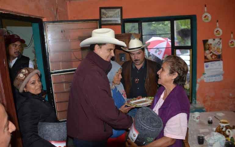 pobladores-de-la-yerbabuena-agradecen-al-gobernador