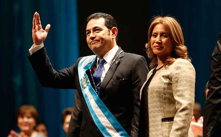 presidente-de-guatemala-jura-que-donara-60-de-su-salario