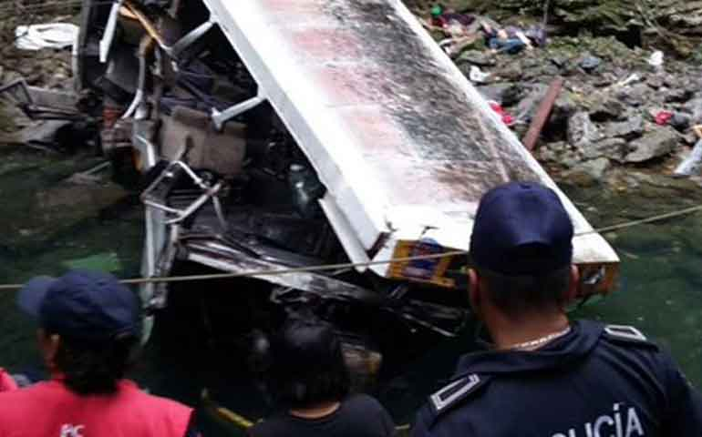 suman-20-muertos-en-accidente-de-autobus-de-equipo-de-futbol