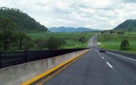 trailer-impacta-a-motociclistas-en-autopista-tepic-mazatlan-hay-un-muerto-y-un-herido