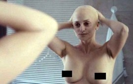 ve-a-penelope-cruz-en-topless-y-sin-cabello-para-nueva-cinta