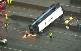 volcadura-de-autobus-en-california-deja-al-menos-dos-muertos
