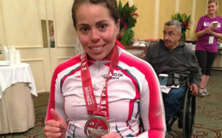 atleta-mexicana-en-silla-de-ruedas-gana-maraton-de-los-angeles