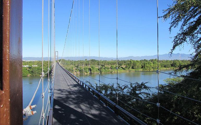 conoce-el-puente-para-carritos-de-golf-mas-largo-del-mundo