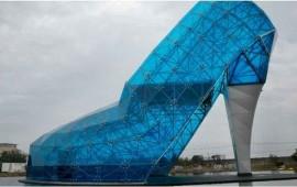 en-taiwan-construyen-zapato-de-cristal-como-homenaje-a-mujer