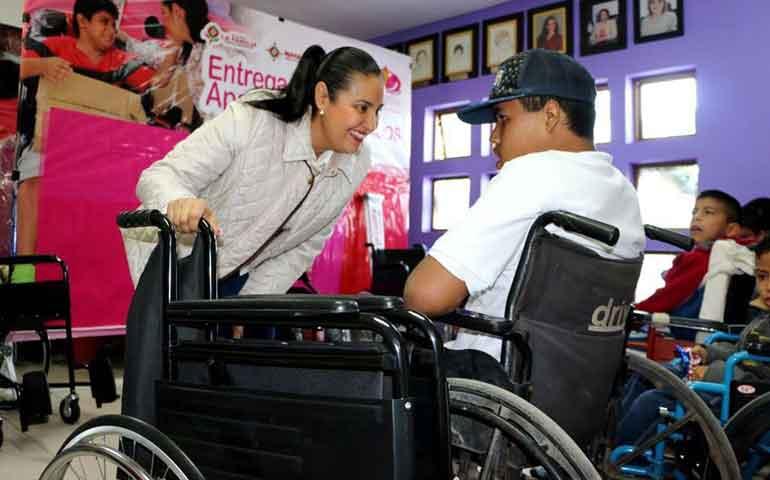 entrega-dif-badeba-aparatos-ortopedicos-a-personas-de-bajos-recursos