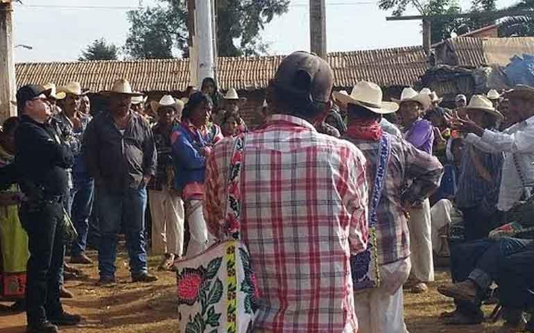 fiscalia-atiende-a-indigenas-en-la-sierra-de-el-nayar