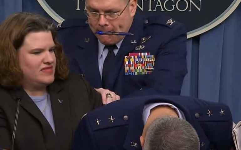 general-del-pentagono-se-desmaya-durante-una-conferencia