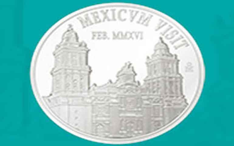 norberto-rivera-obsequiara-al-papa-moneda-conmemorativa