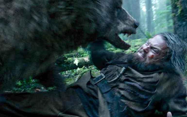 premian-a-the-revenant-por-la-escena-del-oso
