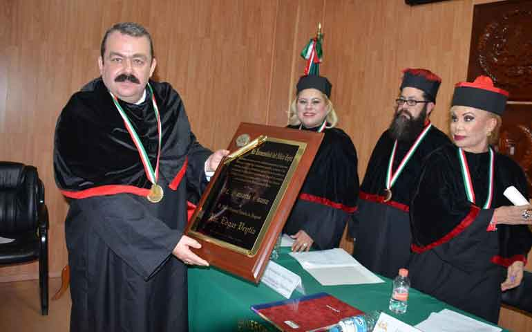 recibe-edgar-veytia-el-doctorado-honoris-causa
