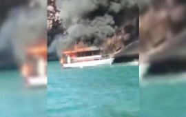 se-incendia-barco-en-mazatlan
