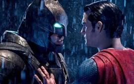 batman-v-superman-enfrenta-a-la-critica-y-los-fulmina-con-taquilla