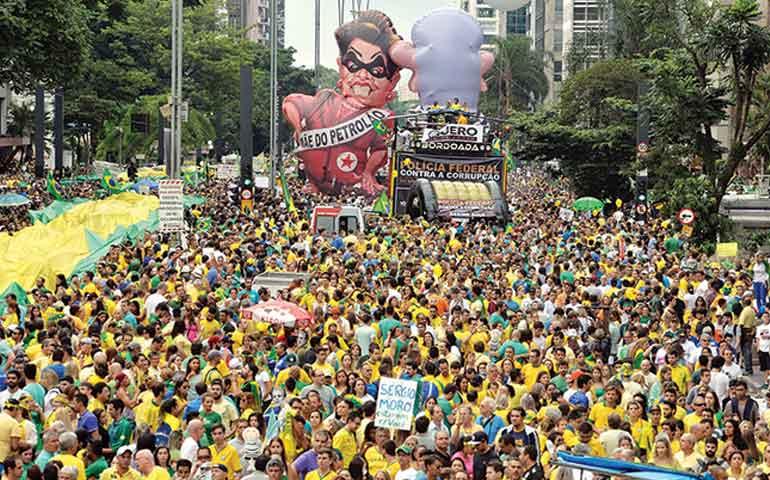 brasilenos-claman-renuncia-de-dilma-rousseff