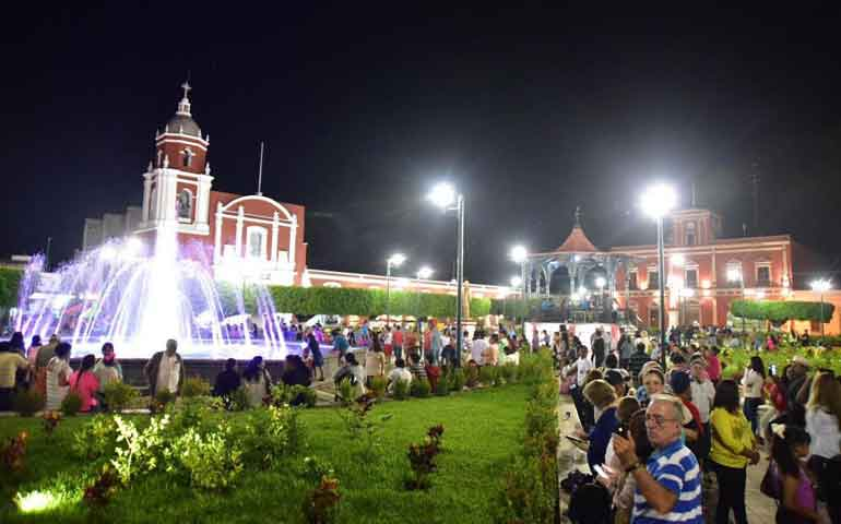 inaugura-roberto-nueva-plaza-de-acaponeta