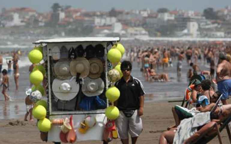 lanza-profepa-operativo-ante-invasion-de-ambulantes-en-playas