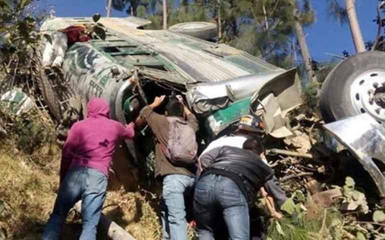 mueren-19-personas-en-accidente-de-autobus-en-guatemala