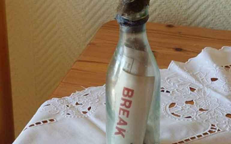 pareja-en-alemania-encuentra-el-mensaje-en-la-botella-mas-antiguo-del-mundo