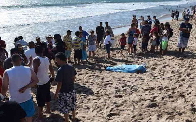 primera-muerte-de-semana-santa-en-playas-de-mazatlan