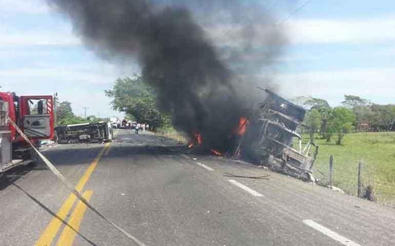 suman-7-muertos-por-choque-en-carretera-de-tabasco