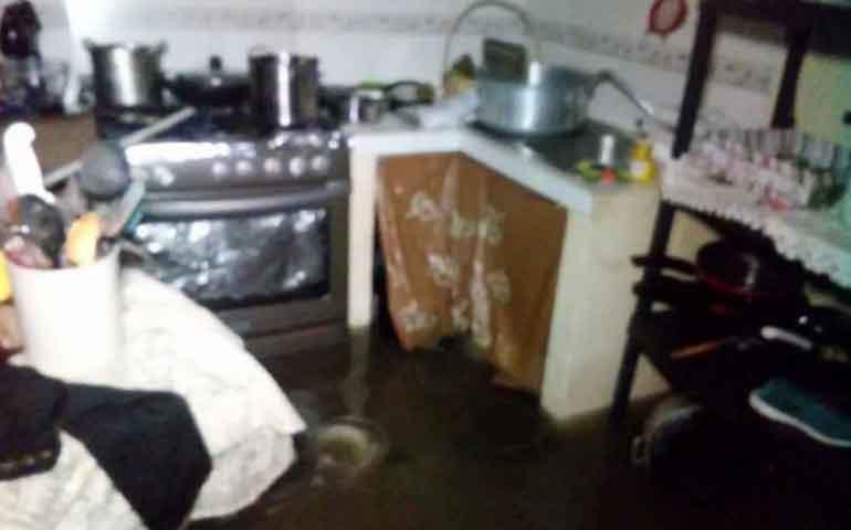 tubo-de-agua-colapsa-dentro-de-una-vivienda-en-tepic