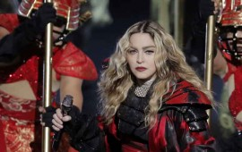 video-madonna-exhibio-partes-intimas-de-una-de-sus-fans