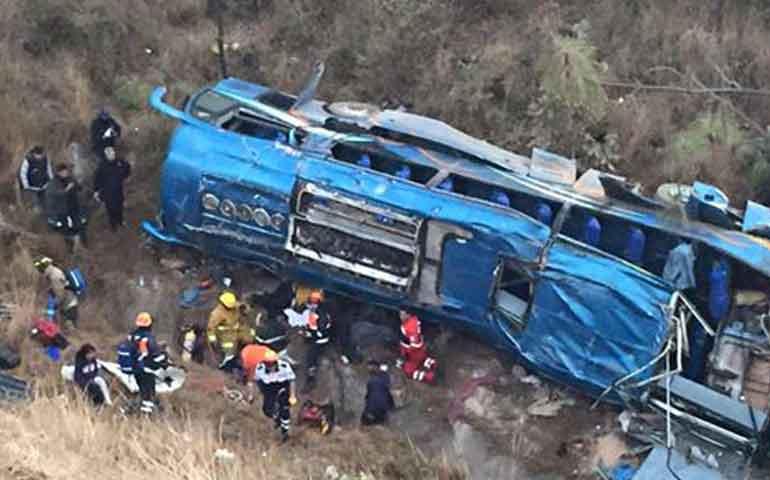 volcadura-de-autobus-en-santa-maria-del-oro-deja-7-muertos-y-14-lesionados
