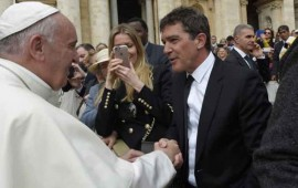 antonio-banderas-presume-su-encuentro-con-el-papa-francisco