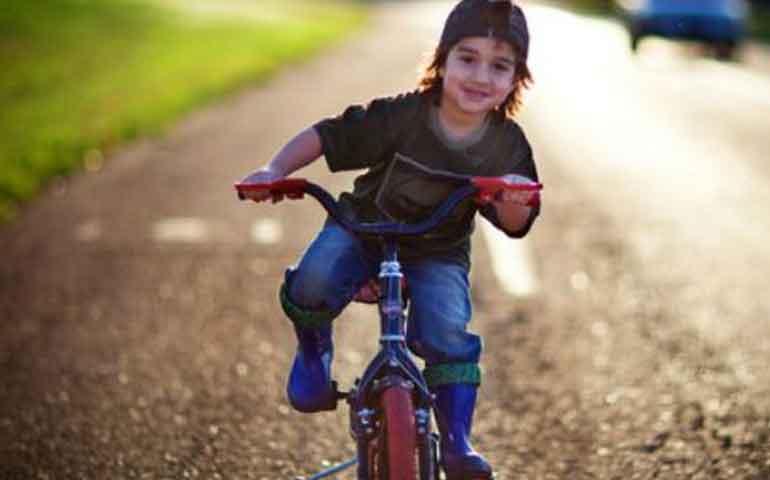 como-influye-en-el-desarrollo-de-los-ninos-su-primera-bicicleta