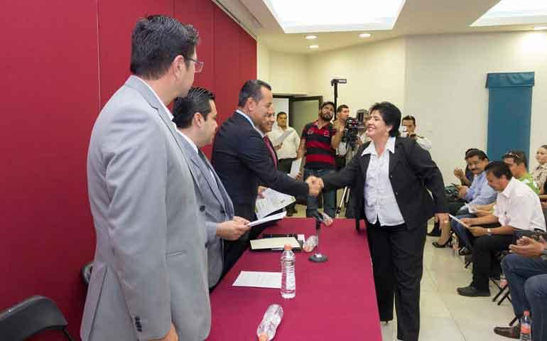 entregan-acreditaciones-a-peritos-y-auxiliares-de-la-administracion-de-justicia