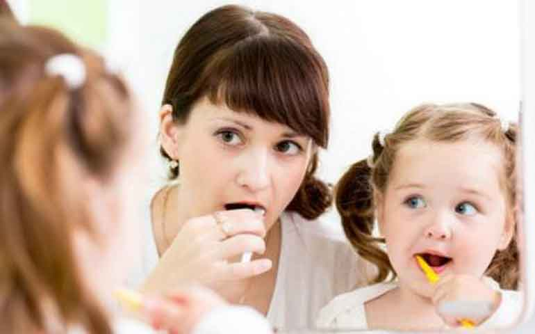 tips-para-lavar-los-primeros-dientes-de-tu-hijo