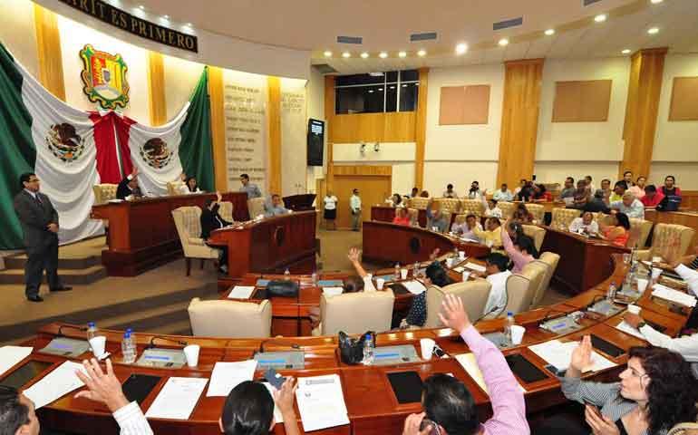 aprueban-decreto-para-otorgar-condecoraciones-a-trabajadores-de-la-educacion
