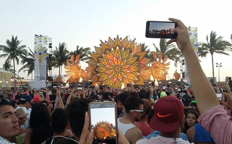 corona-sunset-puso-a-vibrar-a-mas-de-10-mil-jovenes